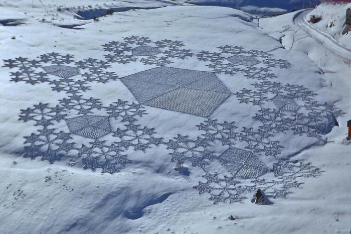 Man-Creates-Giant-Snow-Crop-Circles-by-Walking-All-Day_11-@-GenCept-700x466
