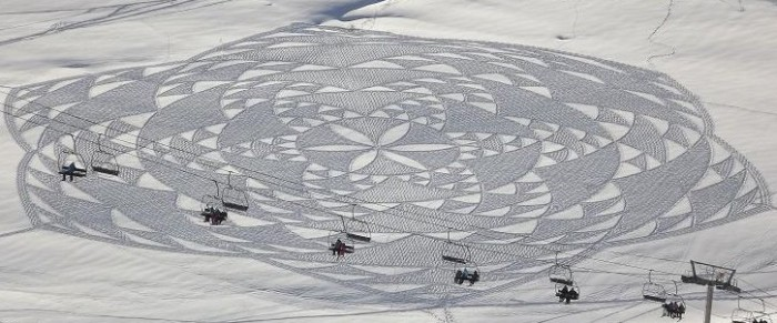 Man-Creates-Giant-Snow-Crop-Circles-by-Walking-All-Day_13-@-GenCept-700x291